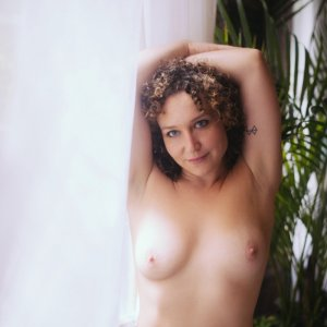 Amaelle erotic massage and escort girl