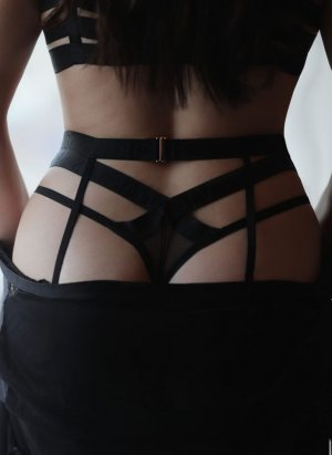 Nicoline nuru massage in Bellevue Wisconsin